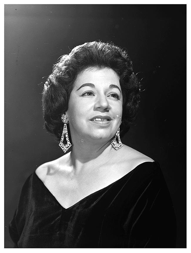 Matilde Díaz, la mujer colombiana, que no mexicana, que se iba de gira a cantar con una orquesta, cuando el canon mandaba todo lo contrario.