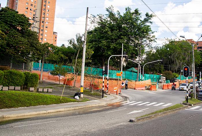 avenida 43A, los habitantes de El Poblado siguen suplicando para que la obra más costosa del paquete de valorización no se tarde más de la cuenta.