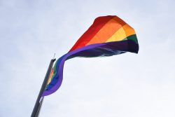 bandera LGBTIQ cerro Nutibara