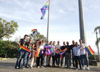 izada bandera LGBTI