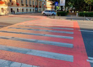 Pasos peatonales o cebras rojas ¿Será que en rojo sí las vemos?