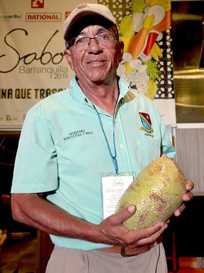 Domingo Sánchez McNaab trabaja por la agricultura en San Andrés y hace pedagogía sobre los cultivos.