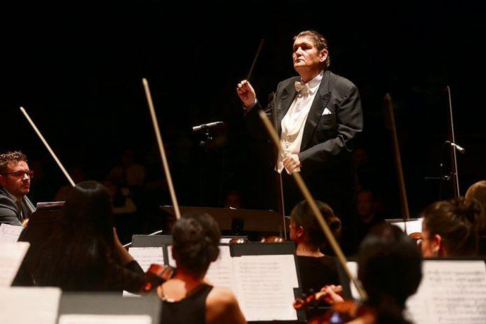 Orquesta Sinfónica Eafit es el maestro italiano Francesco Belli,