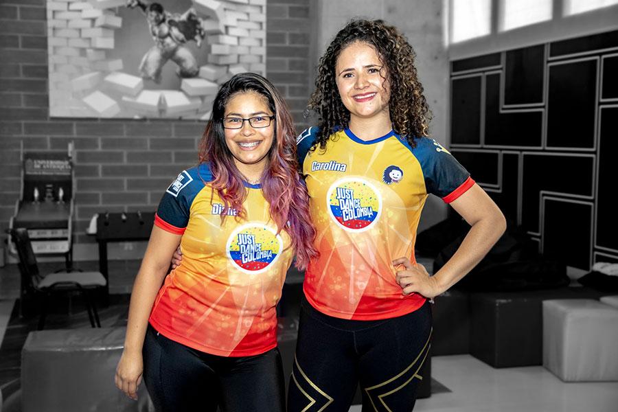 Diana Arredondo y Carolina Ramírez, integrantes del grupo de Just Dance Medellín.
