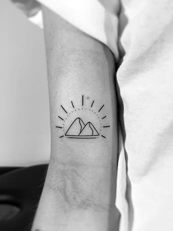 """""""Ya hice las paces con Medellín"""", dice Vero. """"Con mi mamá, es el amor de mi vida. Adoro las montañas de mi ciudad, por eso me las tatué""""."""