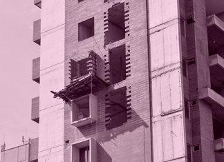 Una de las torres del edificio quedó pendiente por concluir.