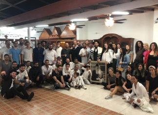 Israelíes reunidos en Casa Chabad. Fotos cortesía Jaim Shenberger.