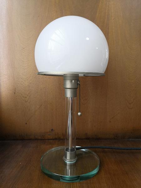 Lámpara de mesa de cristal - Bauhaus 1924. Wilhelm Wagenfeld y Carl Junker.