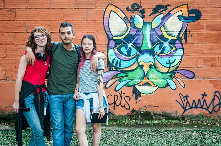 Catalina, a la izquierda, junto a los protagonistas, Laura Tobón (Cristina en la película) y David Escallón (Simón).