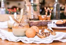 natilla, buñuelos y hojuelas con vino