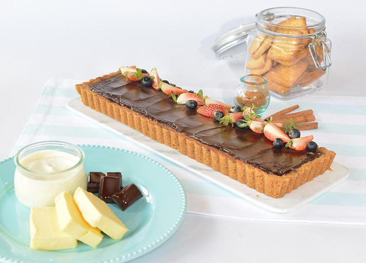 Tarta de chocolate amargo con caramelo y sal de mar