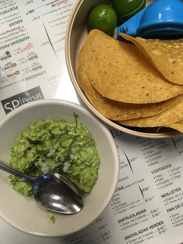 Tortilla y guacamole
