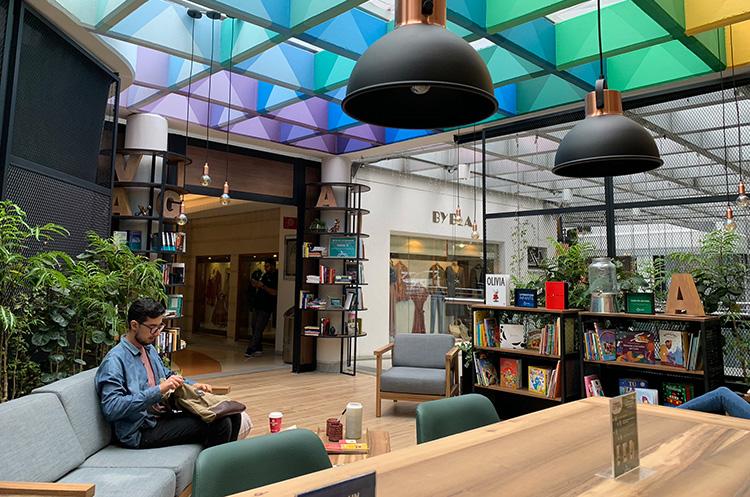 Espacio para la lectura en el centro comercial Oviedo.