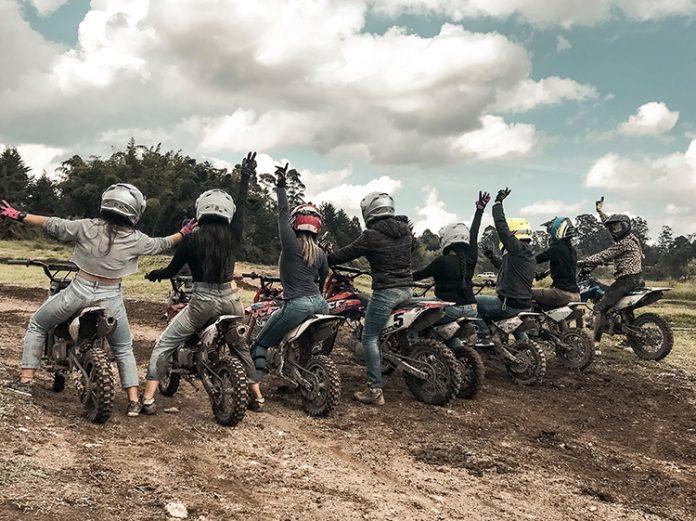 El motocross para mujeres todoterreno