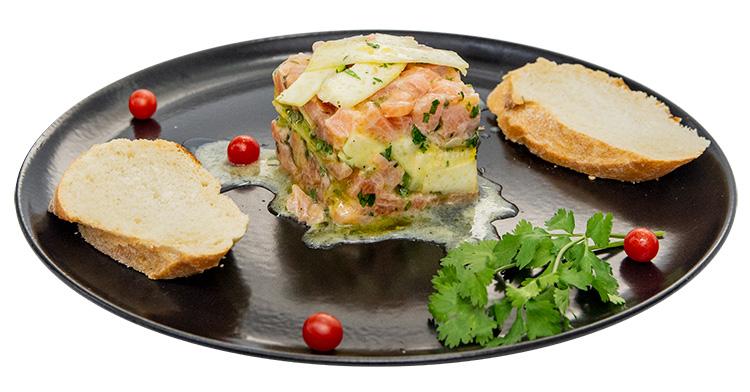 Tartare de salmón con alcachofas